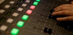 Studentradioen i Bergen bruker nettene til å øve etter at de ble tildelt 24/7 konsesjon